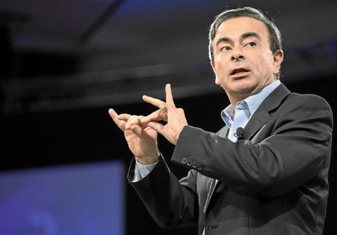 Arnaud Montebourg dépêche Carlo Ghosn pour un projet de relance industrielle