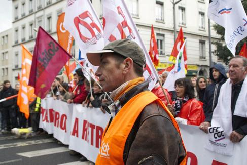 Plusieurs milliers de personnes ont défilé ce mardi pour manifester contre la réforme des retraites.