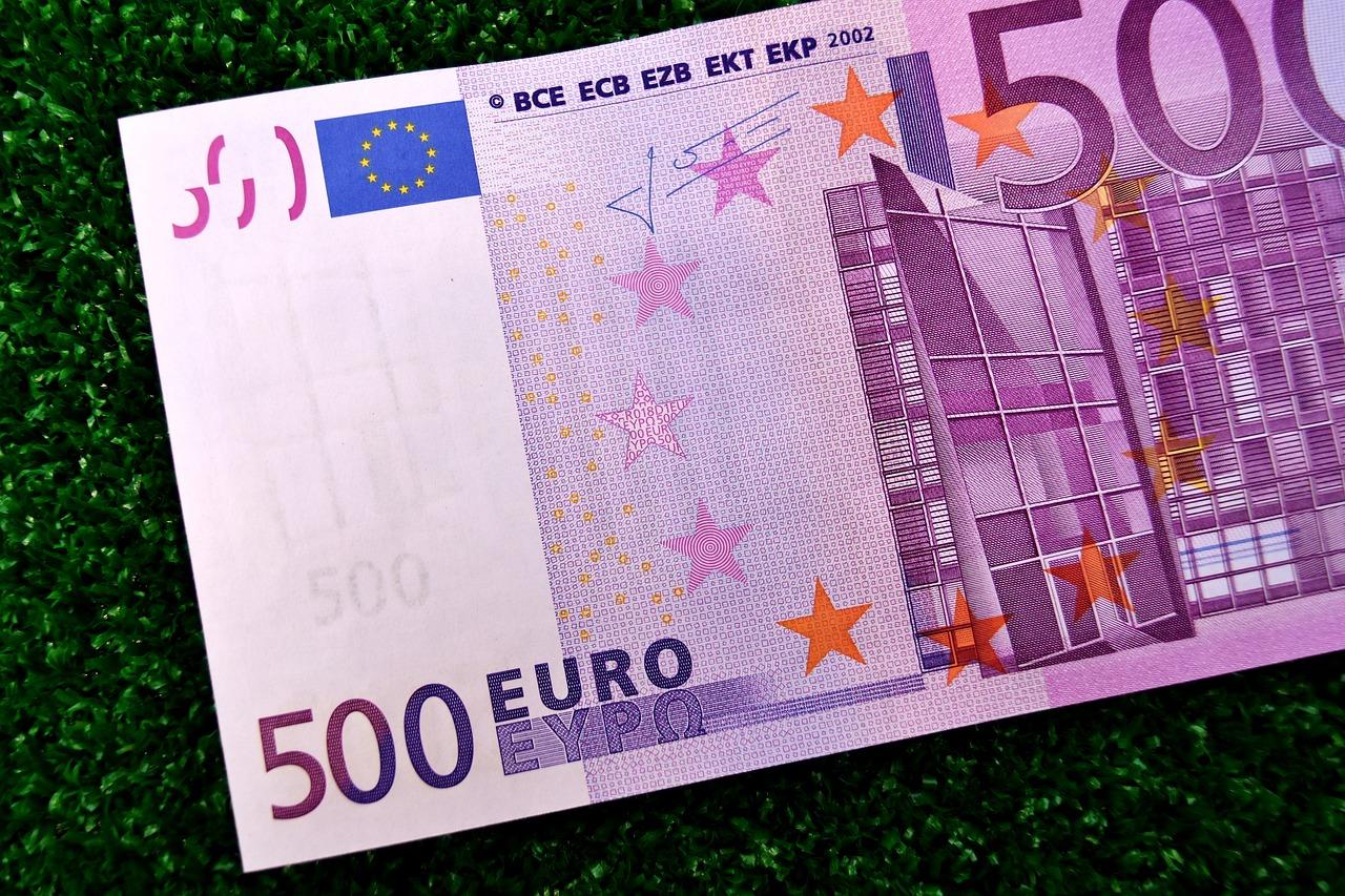 Taxe d'habitation, ISF : Emmanuel Macron à la manœuvre