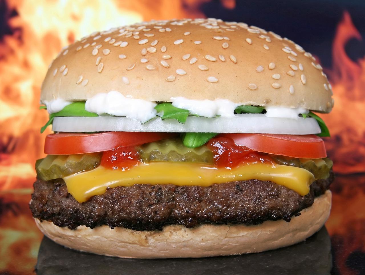 L'enseigne de burgers Carl's Jr s'implante en France