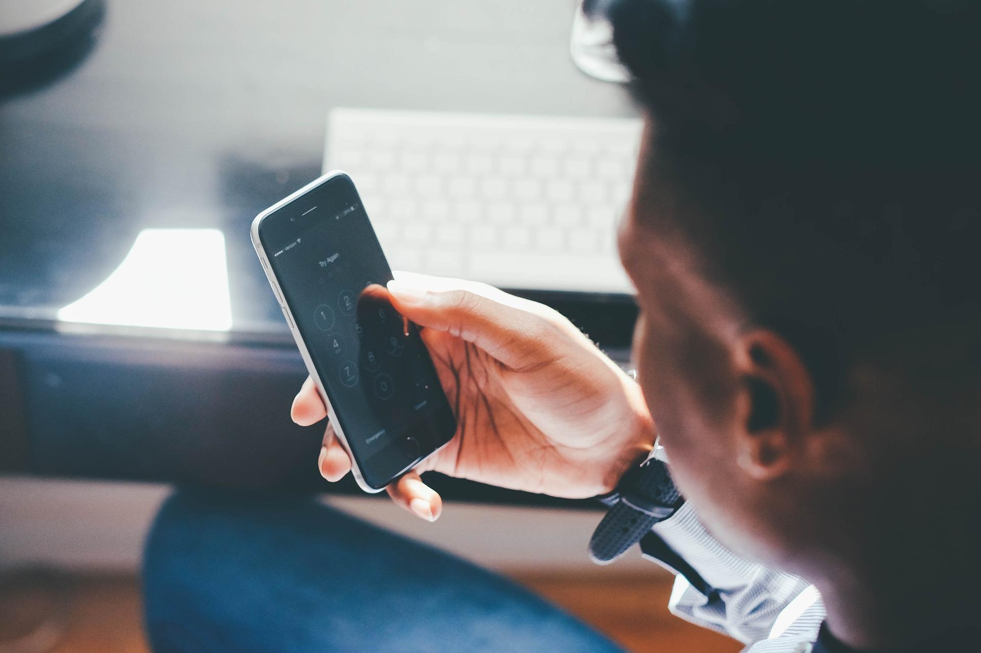 Les entreprises payent leurs abonnements télécoms de moins en moins cher