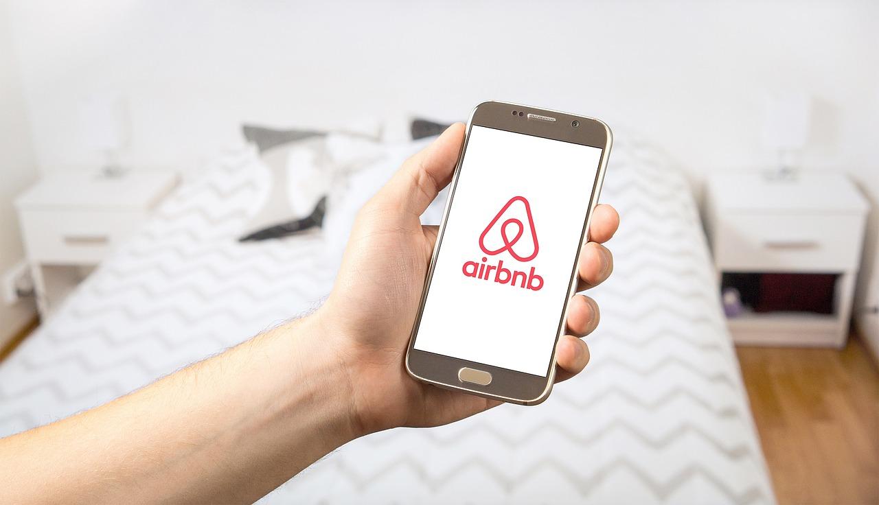 La mairie de Paris assigne Airbnb en justice