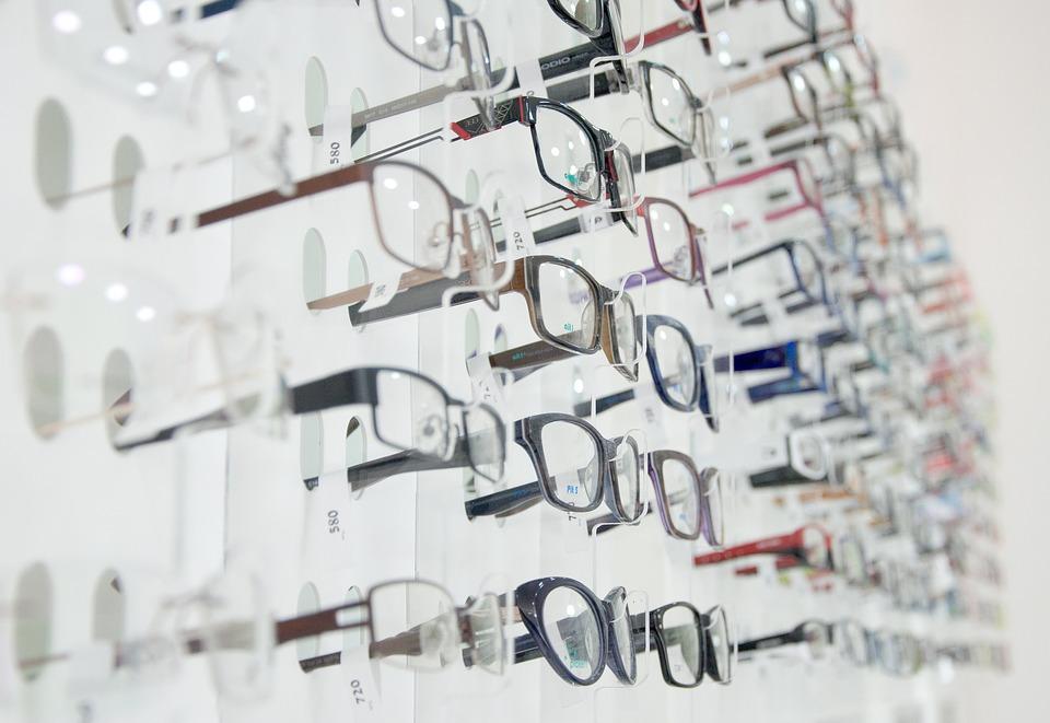 Optic 2000 : comment la technologie bouleverse le métier d'opticien
