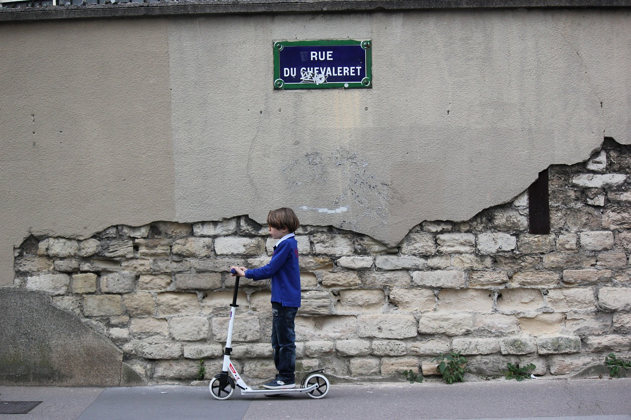 Les trottinettes électriques fortement bridées à Paris