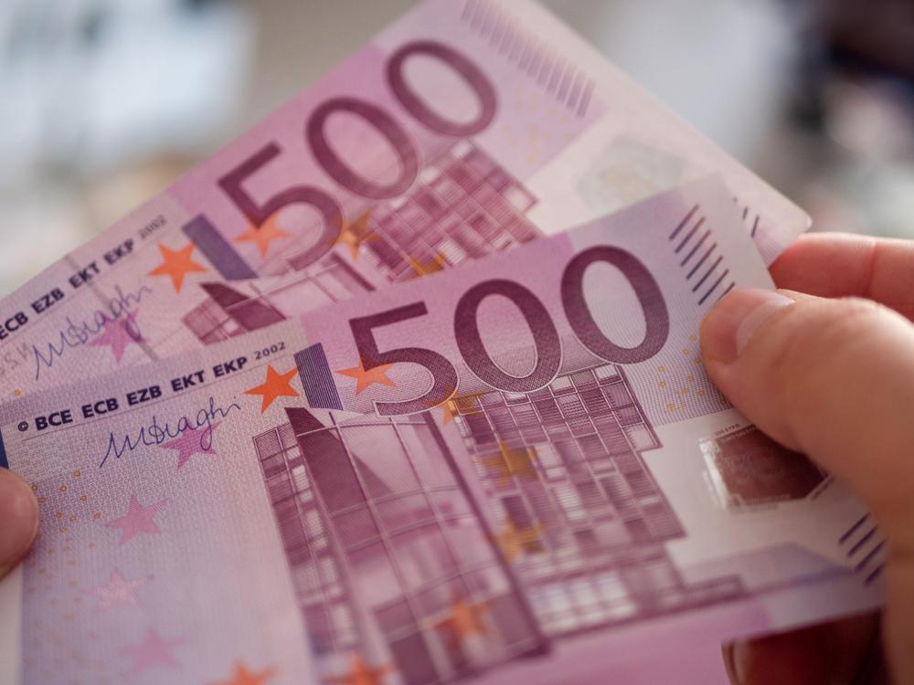 Une banque privée va taxer les dépôts de ses clients Français