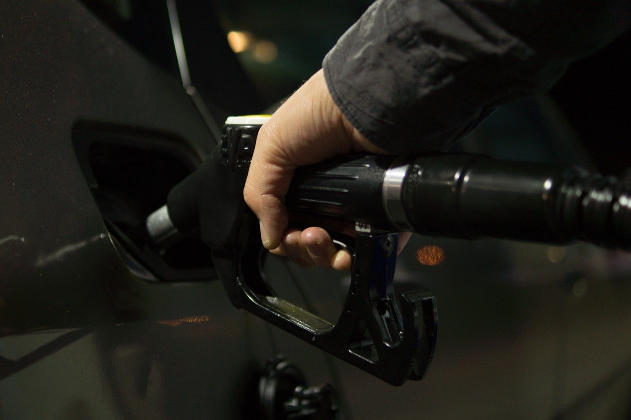 Les prix à la pompe continuent d'augmenter