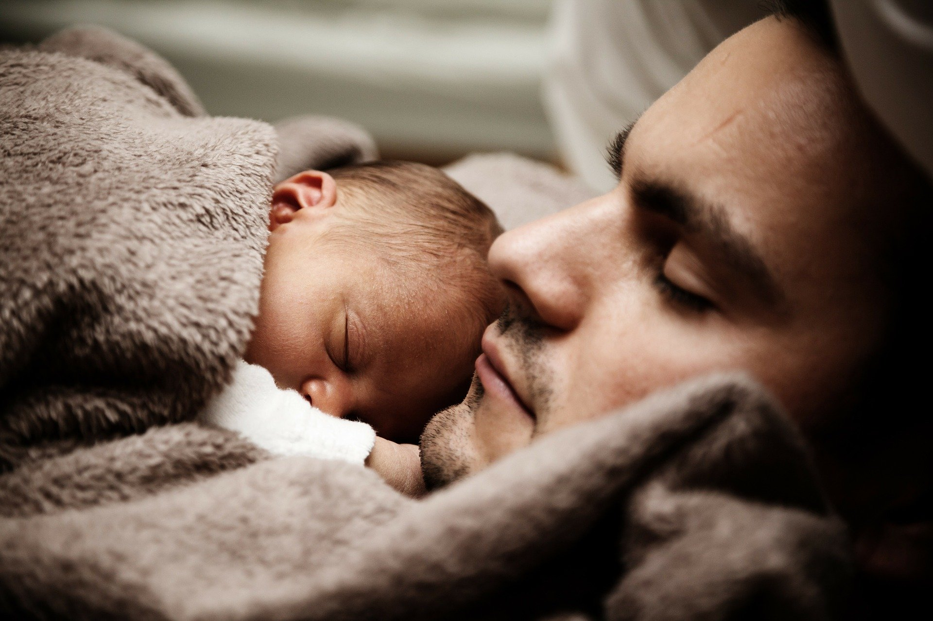 Congé paternité : le gouvernement double la durée