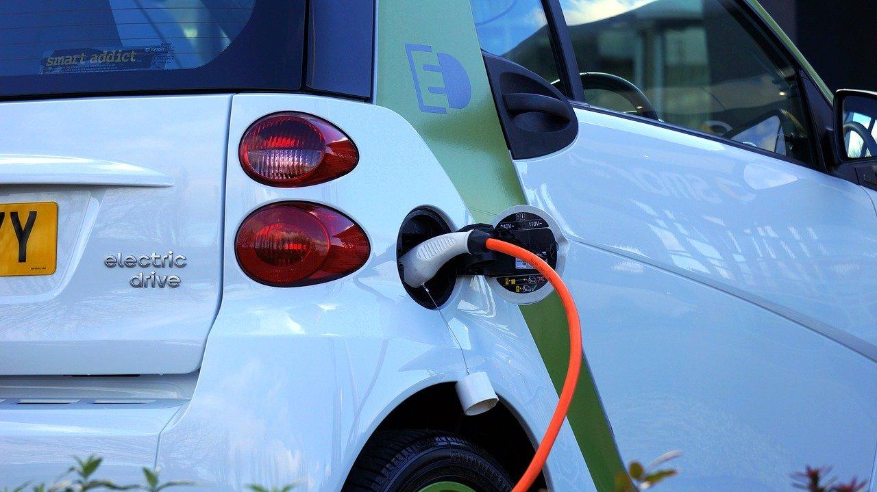 ONG : le secteur automobile ne se convertit pas suffisamment vite à l'électrique