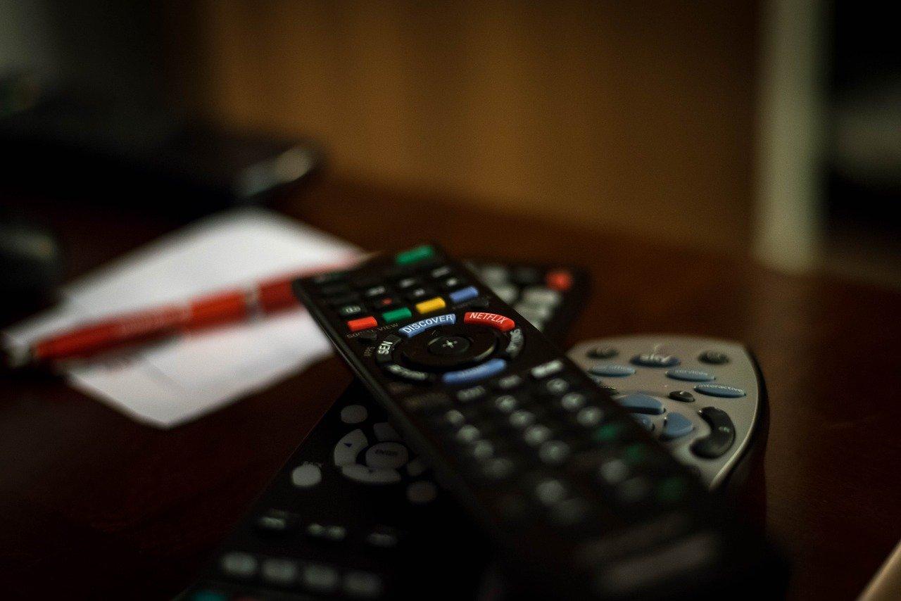 TF1 et M6 prêts à céder plusieurs chaînes pour fusionner