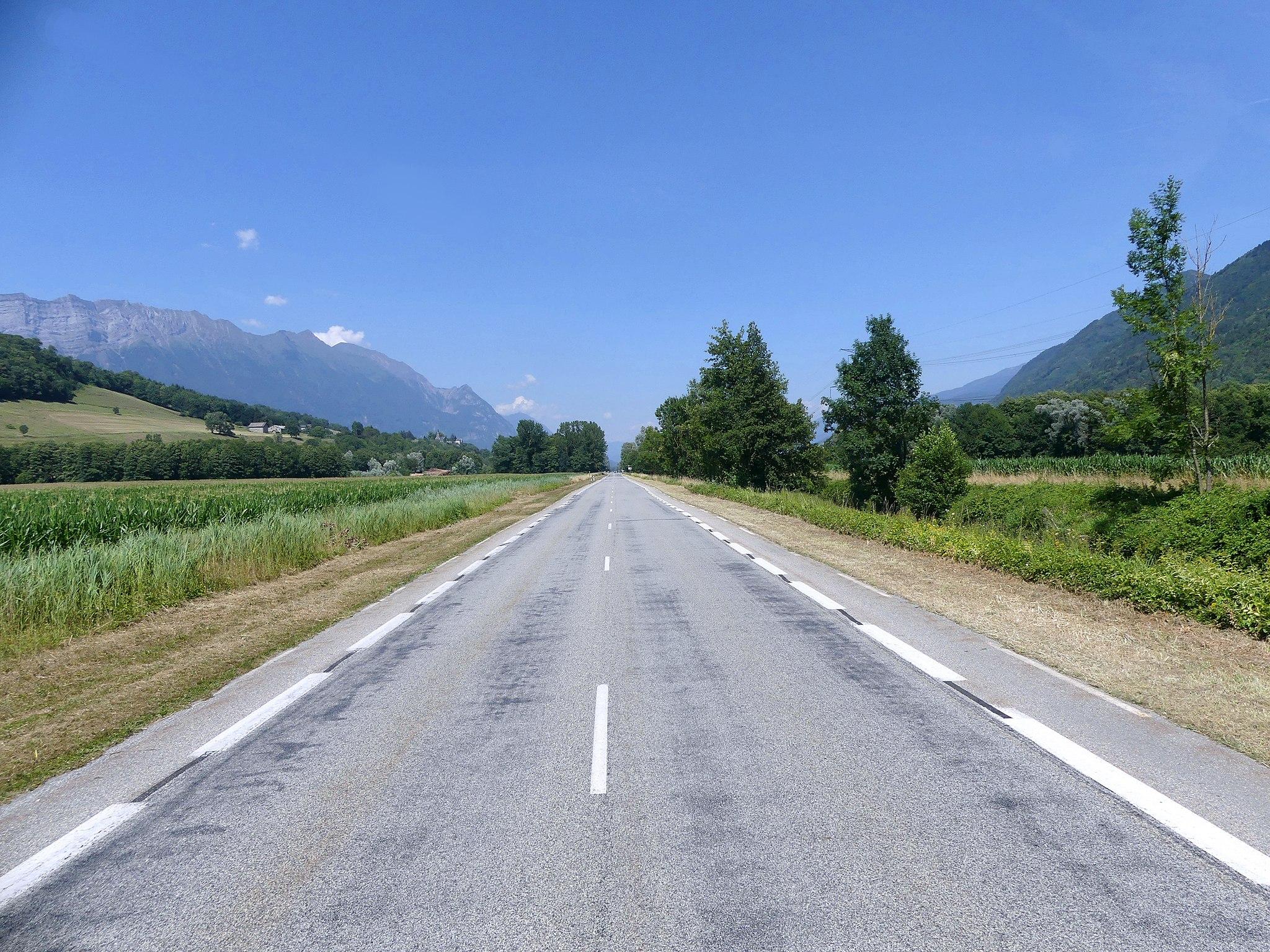 France, route départementale. Un patrimoine public qui fait le quotidien des Français (Wikimedia Commons, Florian Pépellin, 2019)